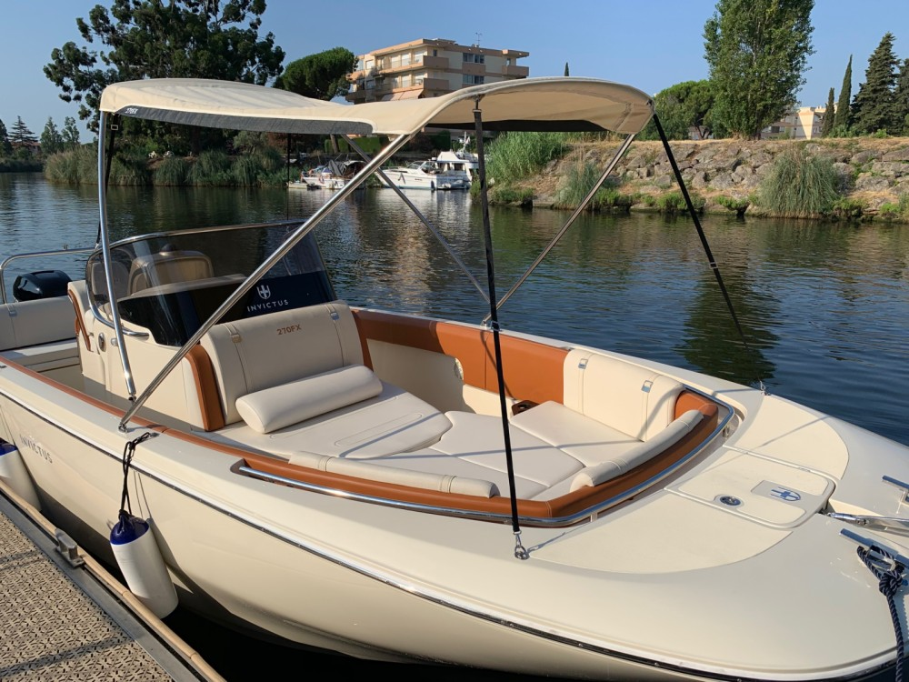 Boat rental Invictus  FX 270 in Mandelieu-la-Napoule on Samboat