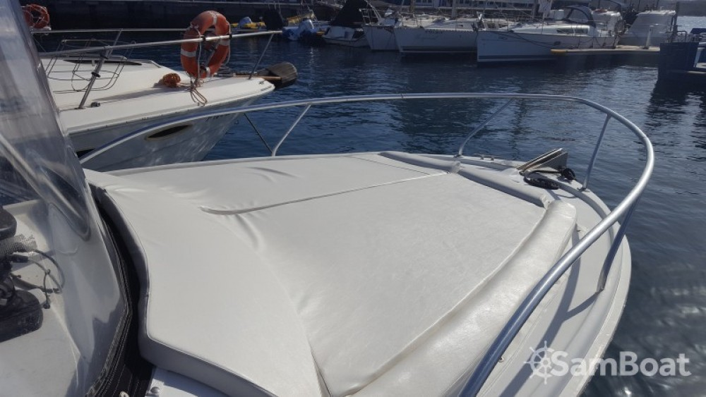 Rental Motorboat Luhrs with a permit
