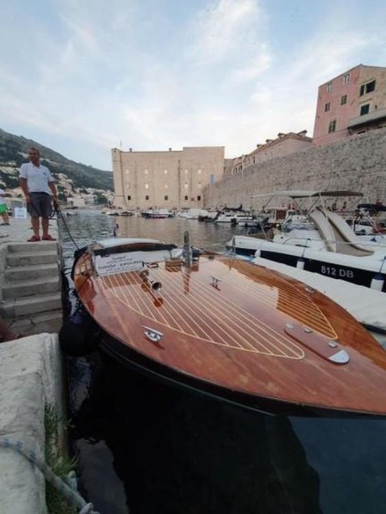 Boat rental Gospar 27ft in  on Samboat
