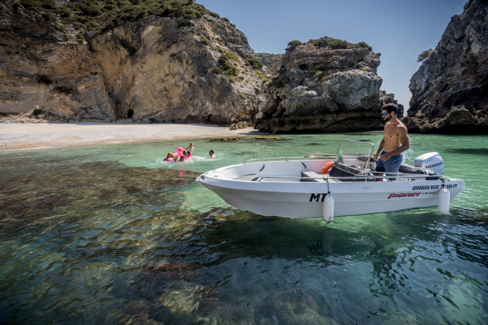 Rental Motorboat Pioner Maxi with a permit