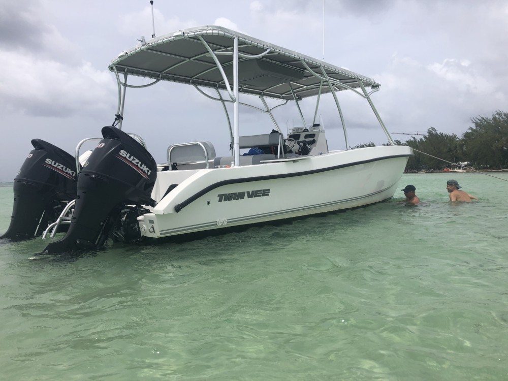 Rental Motorboat in West Bay - twinvee twinvee