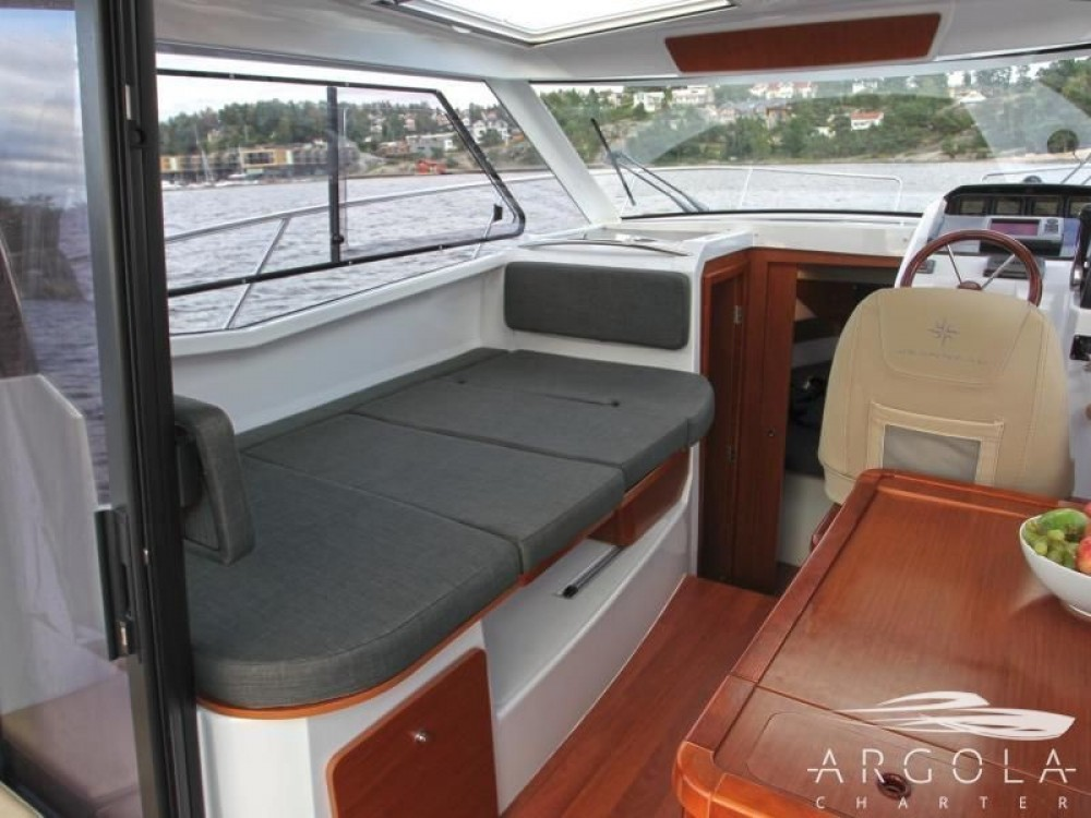 Jeanneau Merry Fisher 855 between personal and professional Trogir