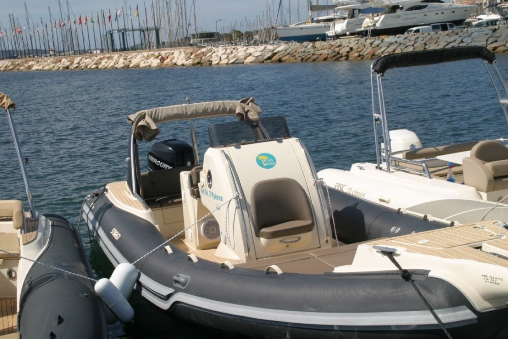 Rental RIB in Hyères - Italboats STINGHER 27 GT