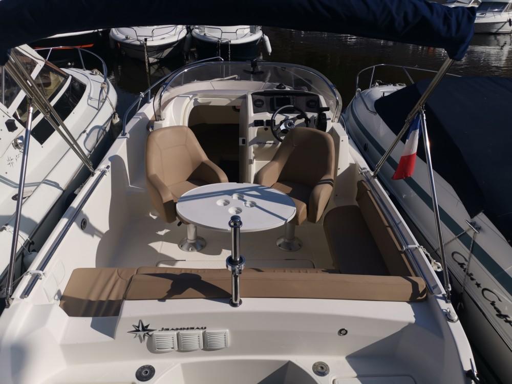 Boat rental Jeanneau Cap Camarat 6.5 WA in Mandelieu-la-Napoule on Samboat