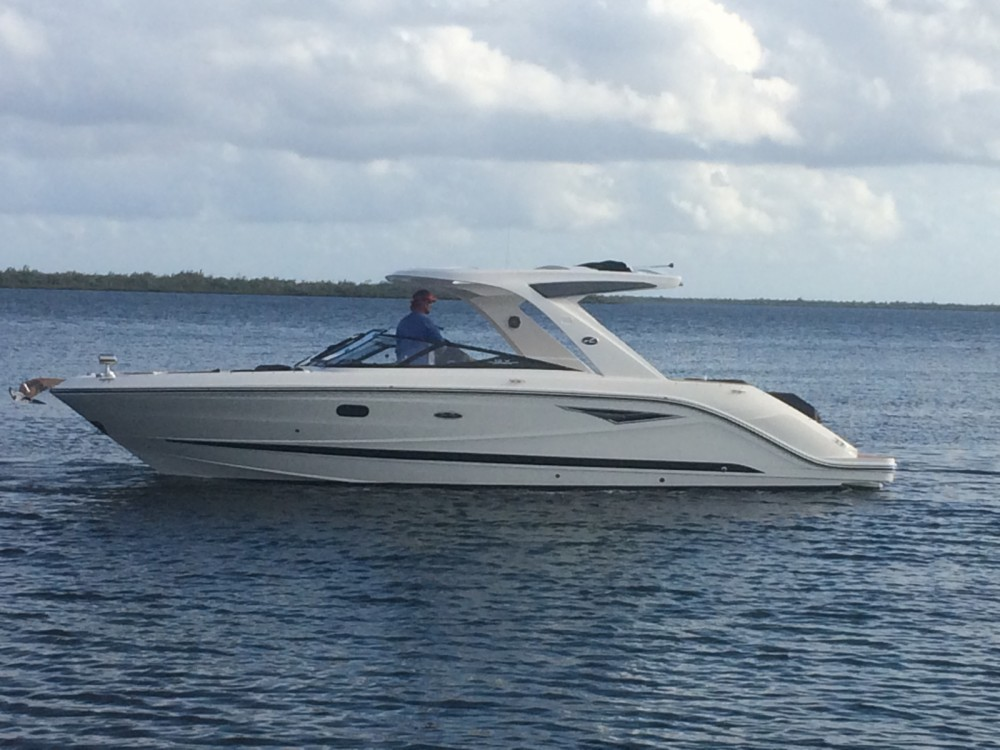 Boat rental Sea Ray SLX 310 in West Bay on Samboat