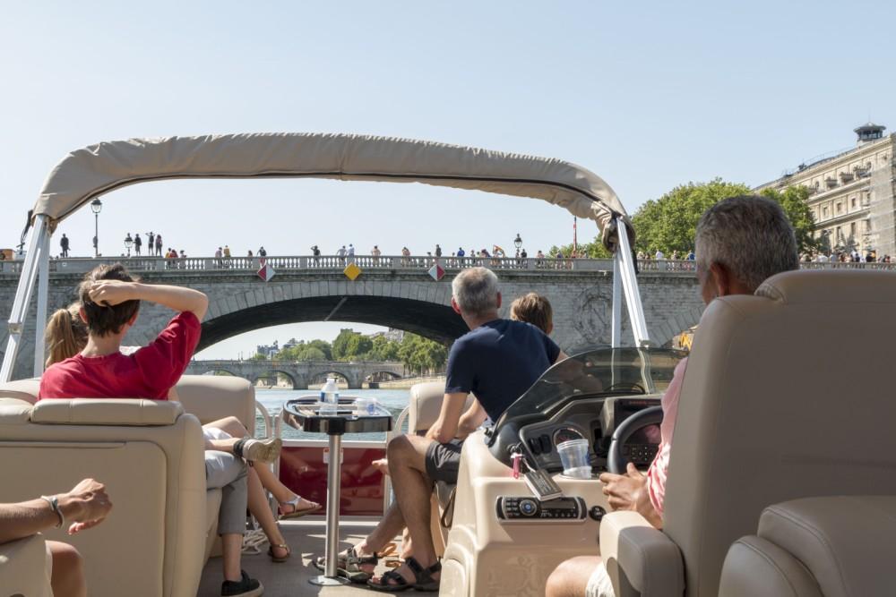 Rental Motorboat in Paris - Suntracker Party Barge 24
