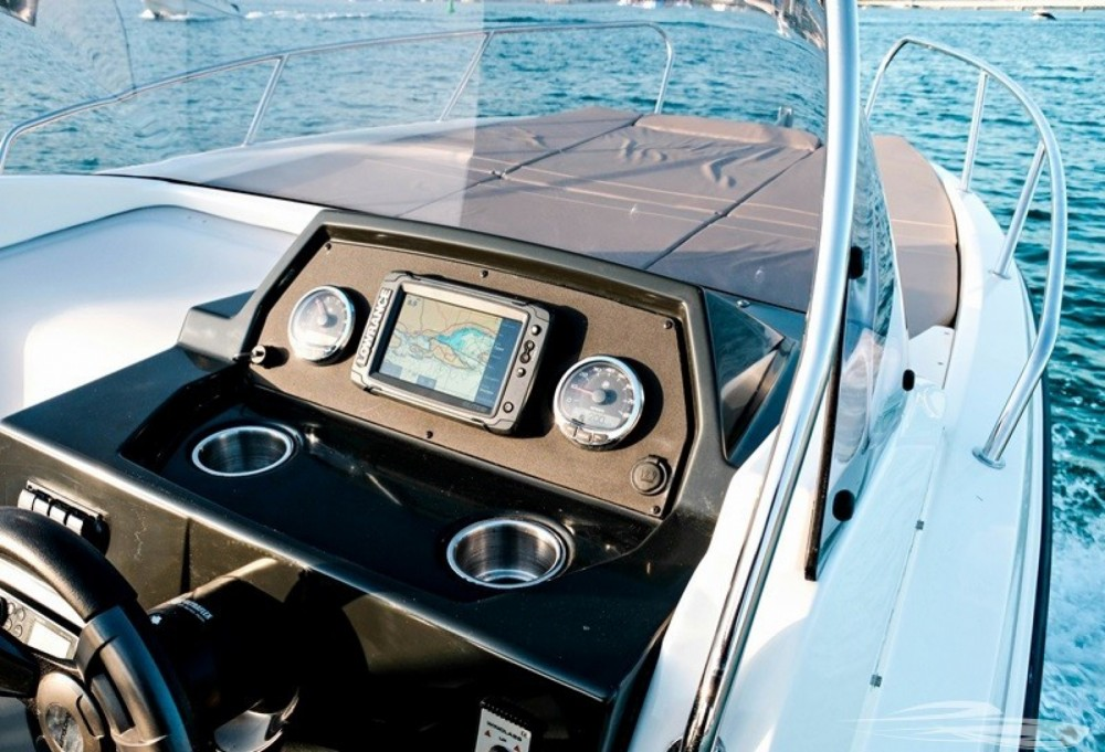 Quicksilver Quicksilver 675 Activ Sundeck between personal and professional Trogir