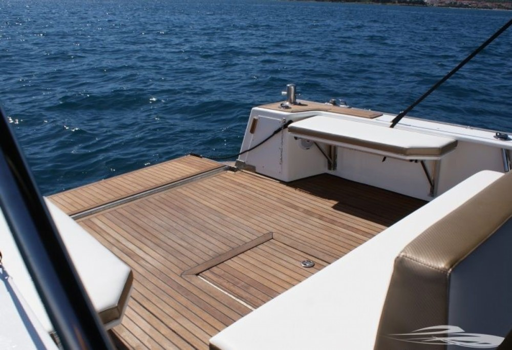 Boat rental Trogir cheap Mag 11