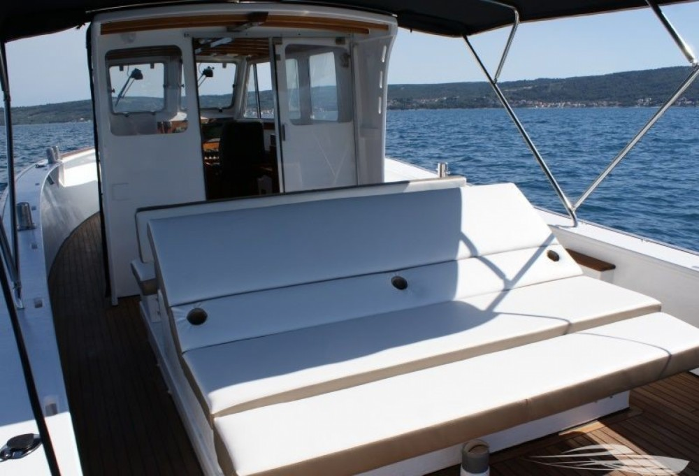 Hire Motorboat with or without skipper Mag Trogir