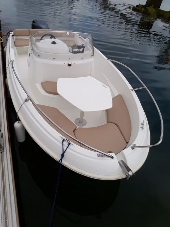 Motor boat for rent Plougonvelin at the best price