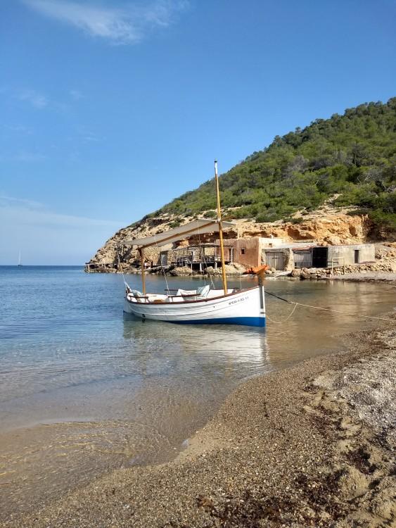 Rental Motorboat Majoni with a permit
