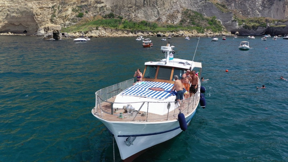 Motorboat for rent Naples at the best price