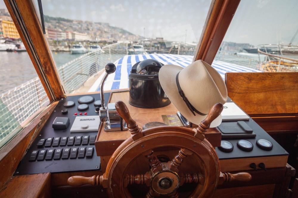 Rental Motorboat in Naples - Cantieri Gatto Cianciola
