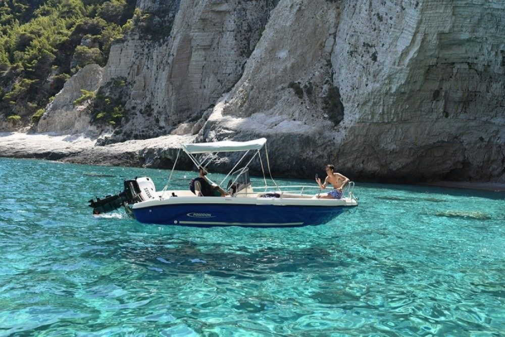 Boat rental Aeolos 19 in Zakynthos on Samboat