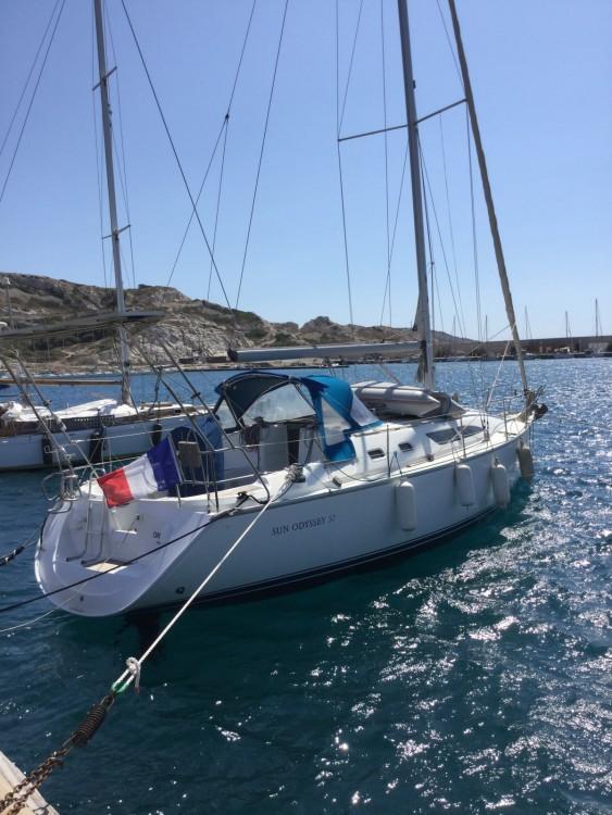Rental yacht Marseille - Jeanneau Sun Odyssey 37 on SamBoat