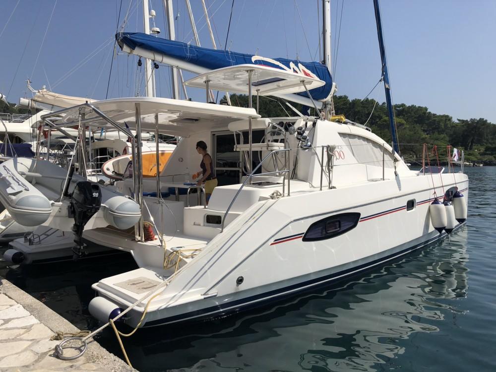 Rental Catamaran in Valencia - Robertson and Caine Leopard 39