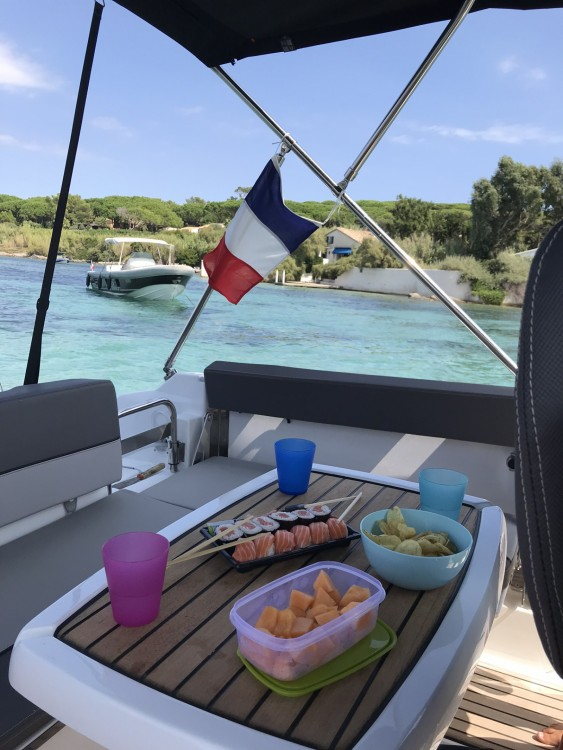 Hire Motorboat with or without skipper Jeanneau Sainte-Maxime