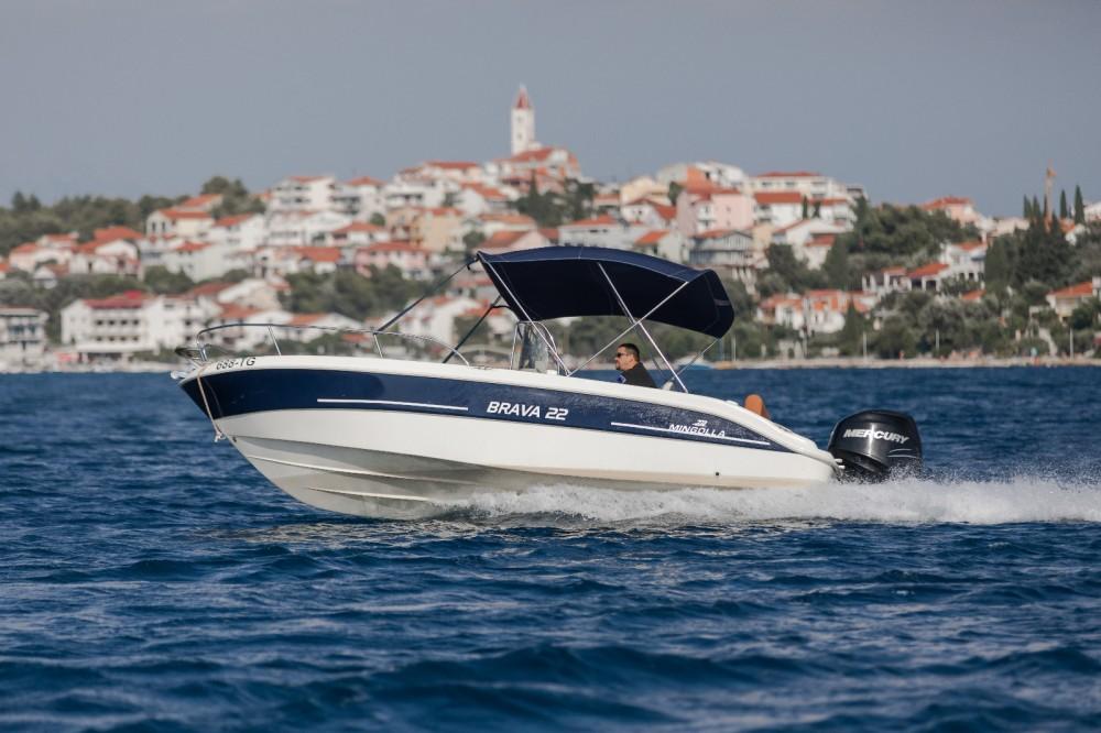 Boat rental Mingolla Brava 22 in Trogir on Samboat