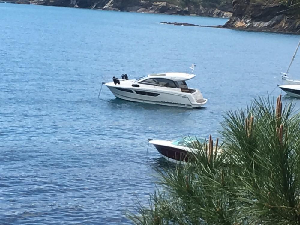 Boat rental Jeanneau Leader 9 in Castelló d'Empúries on Samboat