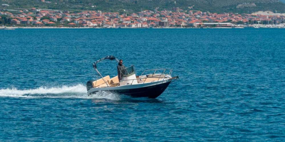 Boat rental Capelli Cap 20 in Trogir on Samboat