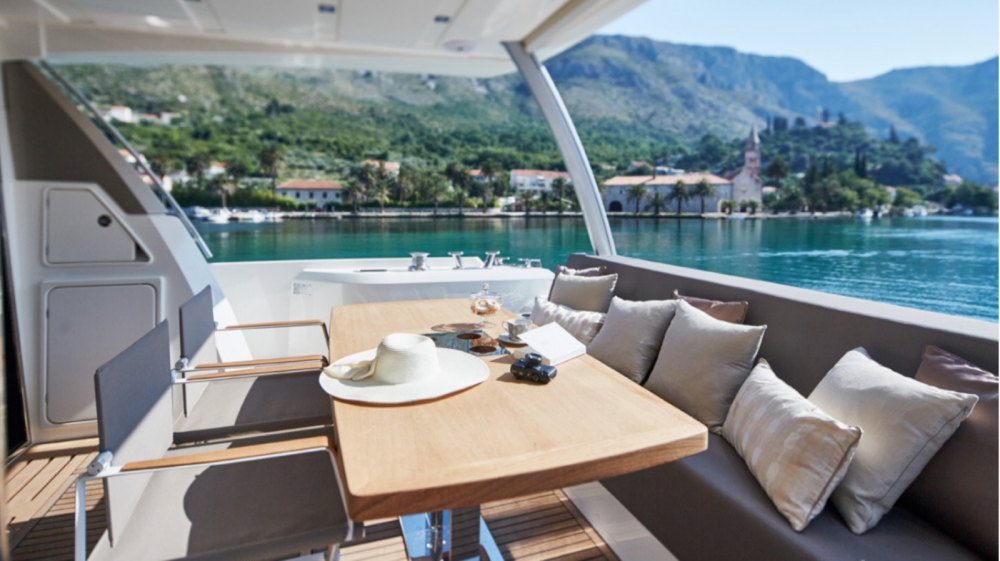 Hire Motorboat with or without skipper Prestige Palma