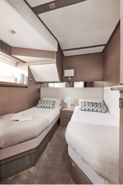 Boat rental Prestige Prestige 680 in Palma on Samboat