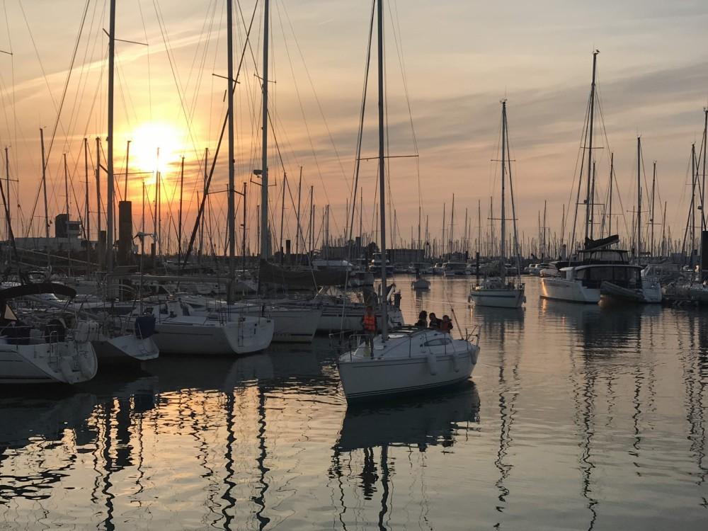 Rental Sailboat in La Rochelle - Jeanneau Sun Way 29