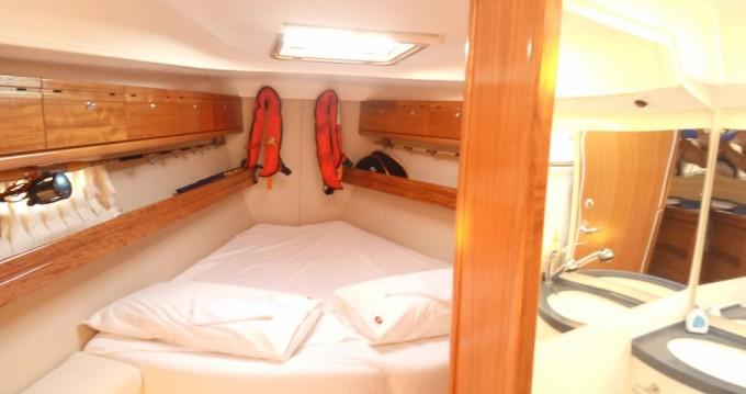 Boat rental Bavaria Bavaria 39 Cruiser in Genova on Samboat