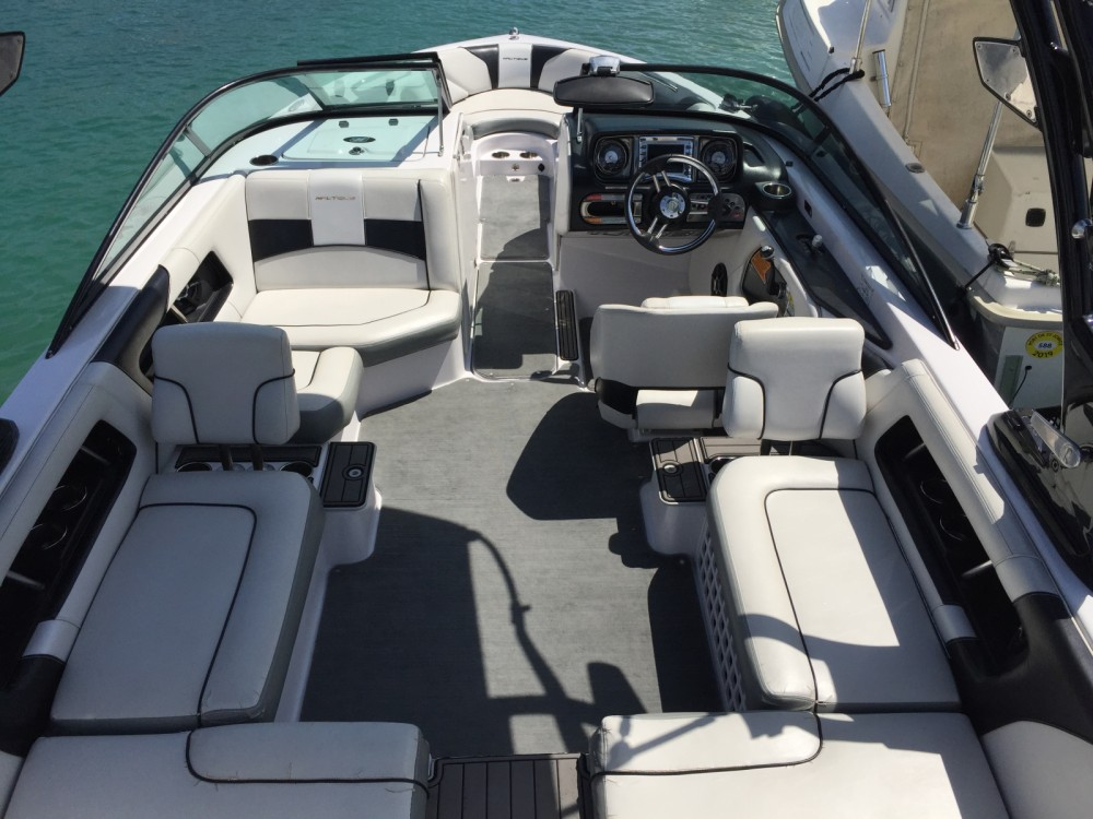 Nautique Correct Craft super air nautique 230 between personal and professional Annecy