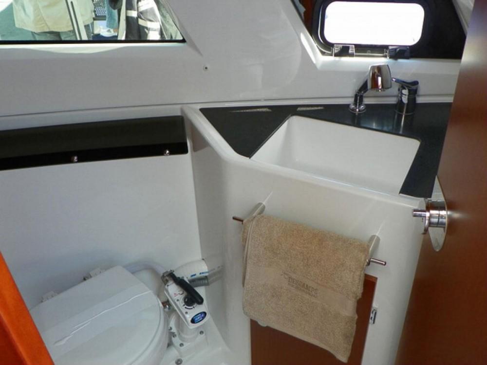 Boat rental Jeanneau Merry Fisher 855 in La Trinité-sur-Mer on Samboat