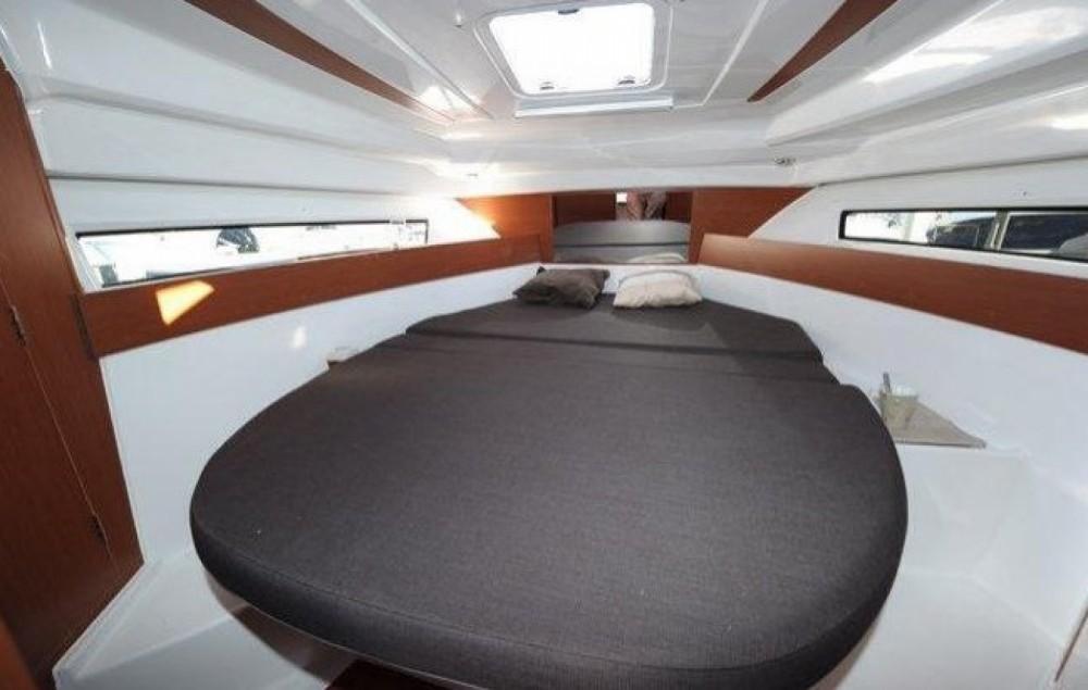 Hire Motorboat with or without skipper Jeanneau La Trinité-sur-Mer
