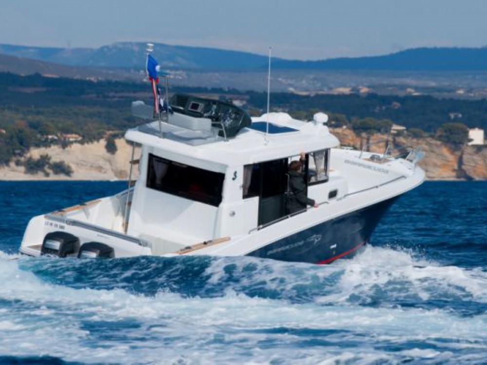Rent a Bénéteau Barracuda 9 La Trinité-sur-Mer