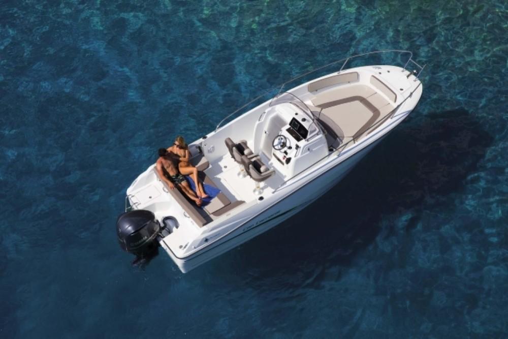 Rental yacht La Trinité-sur-Mer - Jeanneau Cap Camarat 7.5 CC Serie 2 on SamBoat