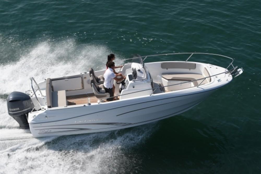Boat rental La Trinité-sur-Mer cheap Cap Camarat 7.5 CC Serie 2