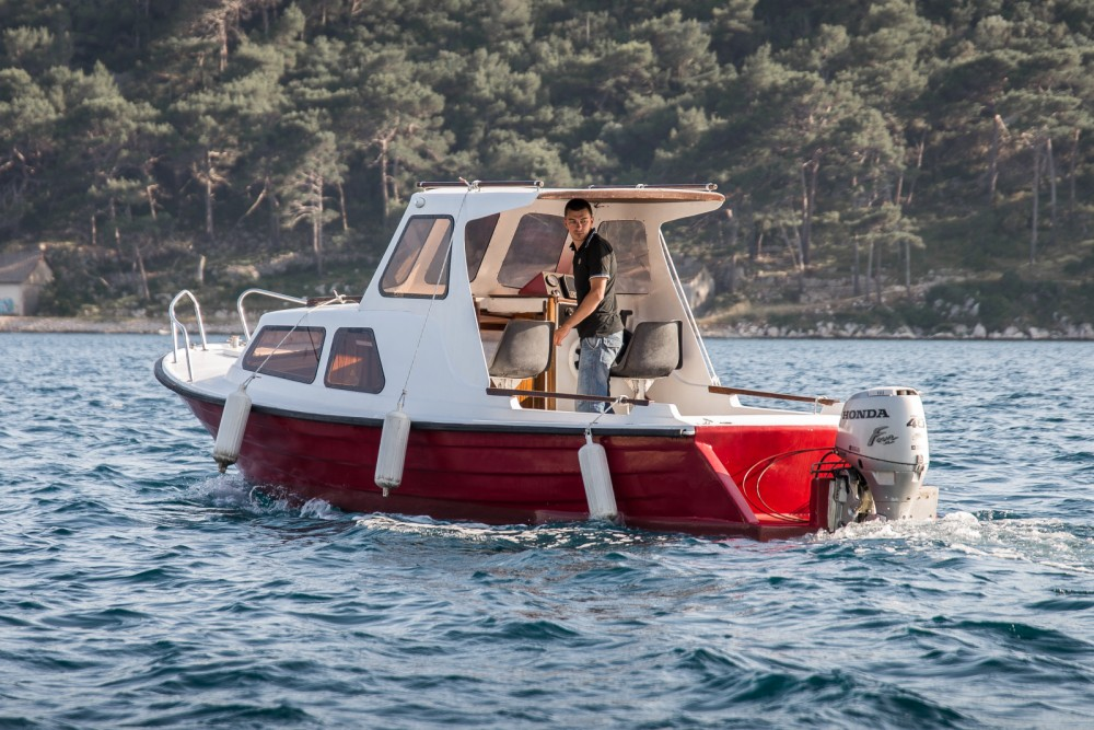 Canal boat for rent Mali Lošinj at the best price