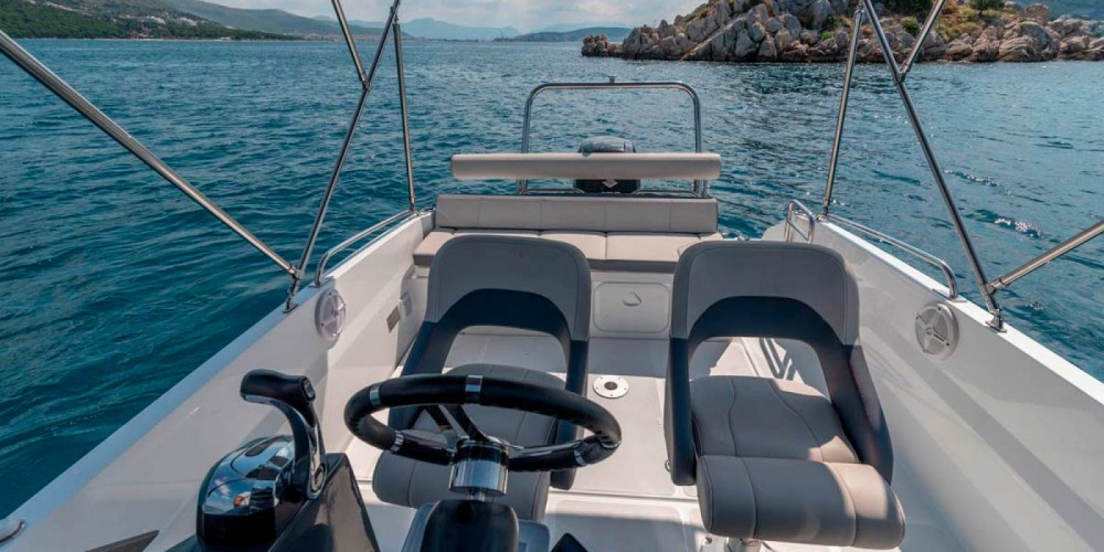 Hire Motorboat with or without skipper Bénéteau Trogir