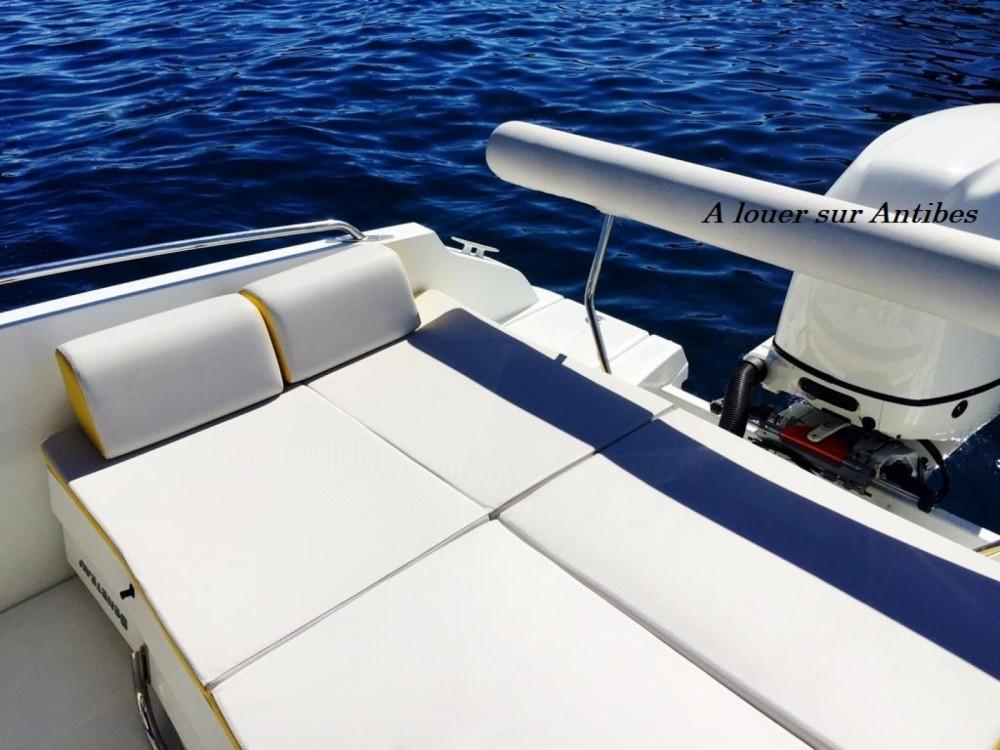 Boat rental Bénéteau Flyer 6 SPORTdeck Open 175 ch Tour de Wake in Antibes on Samboat