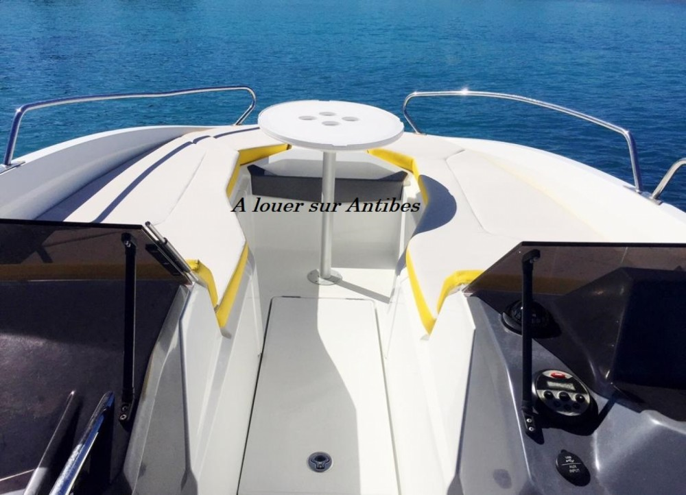 Boat rental Antibes cheap Flyer 6 SPORTdeck Open 175 ch Tour de Wake