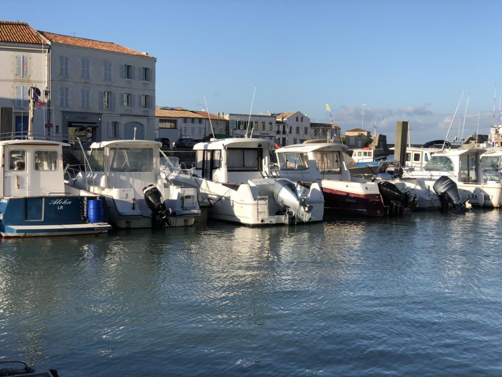 Rental Motorboat in Saint-Martin-de-Ré - Bénéteau Barracuda 7
