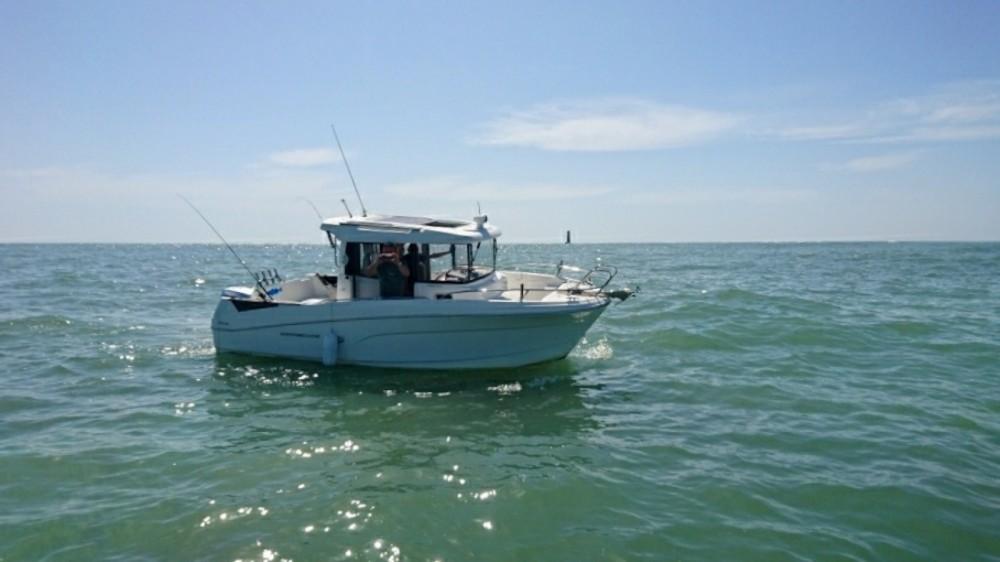 Hire Motorboat with or without skipper Bénéteau Saint-Martin-de-Ré