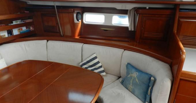 Rental Sailboat in Pointe-à-Pitre - Bénéteau Oceanis 411