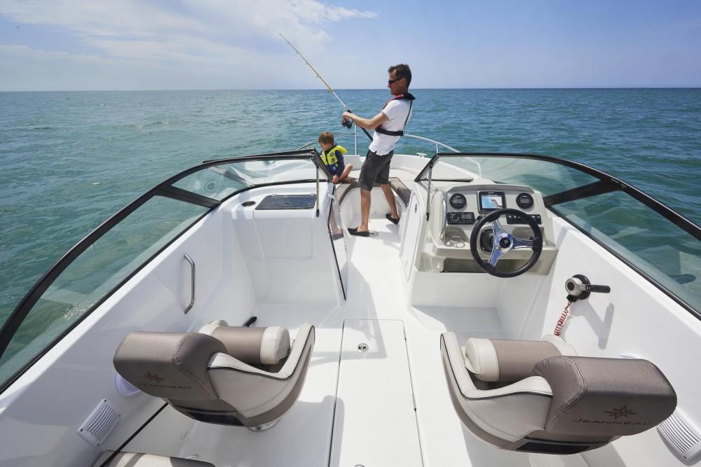 Rental Motorboat in Sciez - Jeanneau Cap Camarat 6.5 BR