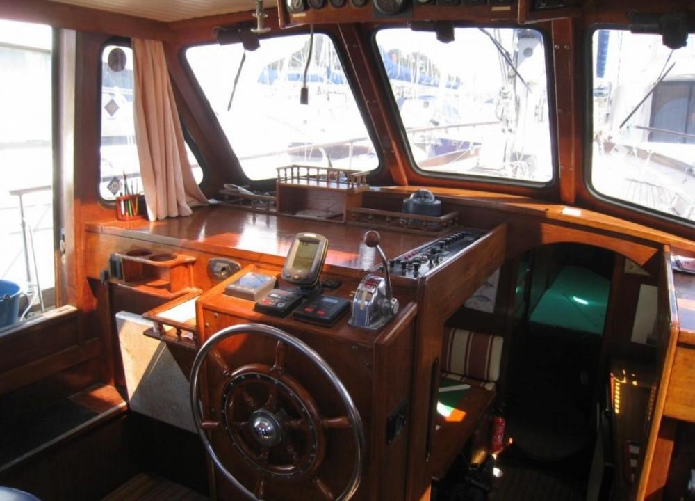 Rental Sailboat in Camoël - Nauticat 33