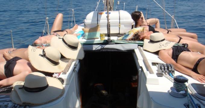 Rent a Bénéteau Oceanis 400 Castelldefels