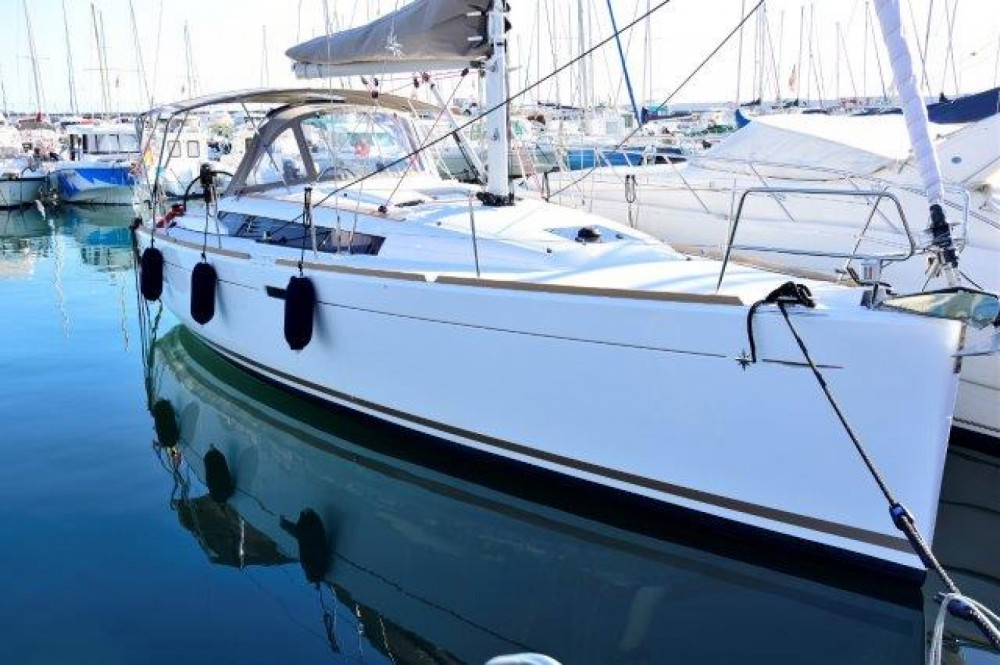 Jeanneau SUN ODYSEEY 389 between personal and professional Marbella