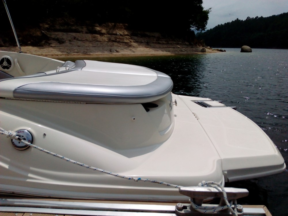 Motorboat for rent Rio Caldo at the best price