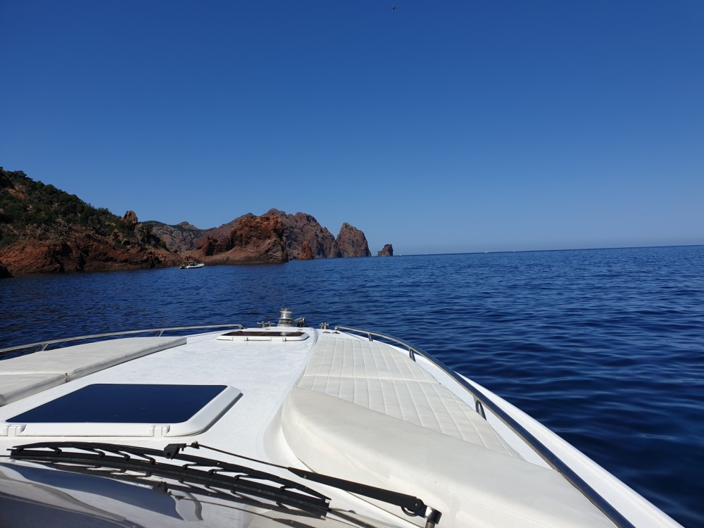 Hire Motor boat with or without skipper Sunseeker Calvi