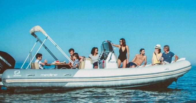 Rental yacht Port du Crouesty - Zodiac Medline 740 on SamBoat