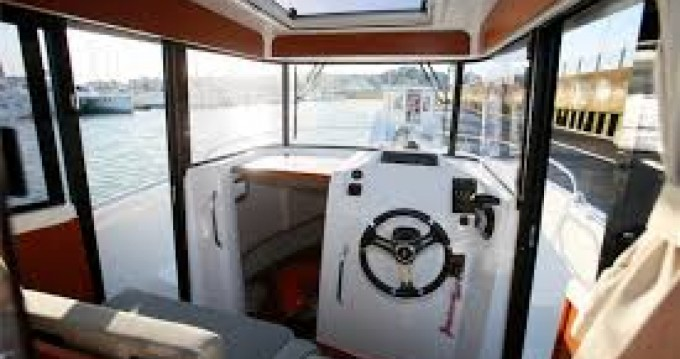 Motorboat for rent Port du Crouesty at the best price
