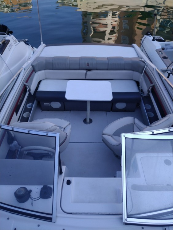 Rent a Four Winns Sundowner 195 Fréjus
